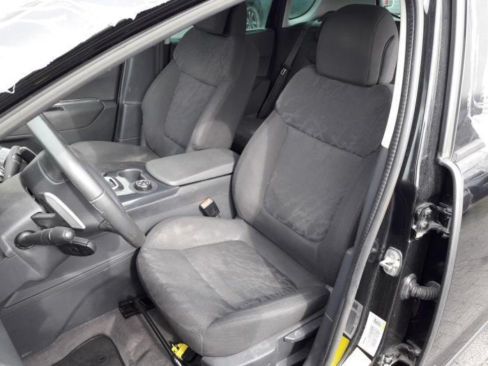 Peugeot 3008 I (0U/HU), MPV, 2009 / 2016<br><small>1.6 HDiF 16V, MPV, Diesel, 1.560cc, 84kW (114pk), FWD, DV6C; 9HD, 2013-03 / 2016-08, 0U9HD</small>
