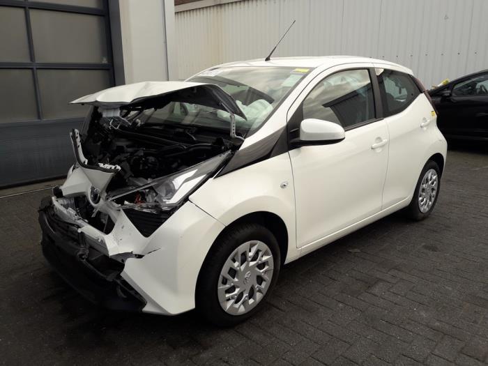 Toyota Aygo (B40), Hatchback, 2014<br><small>1.0 12V VVT-i, Hatchback, Benzine, 998cc, 53kW (72pk), FWD, 1KRFE, 2018-03, KGB40</small>