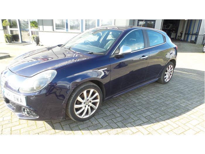 Alfa Romeo Giulietta (940), Hatchback, 2010<br><small>1.6 JTDm 16V, Hatchback, Diesel, 1.598cc, 77kW (105pk), FWD, 940A3000, 2010-04, 940FXD</small>
